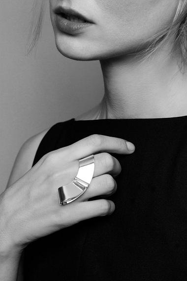 Mona Ring